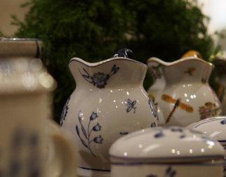Mugger og skåler i museumsbutikken på Bjerkebæk Sigrid Undsets hjem